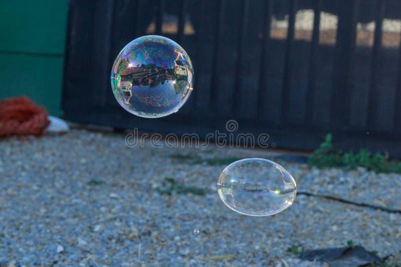 Le swith coloré de bulle de savon a réfléchi la lumière photographie stock