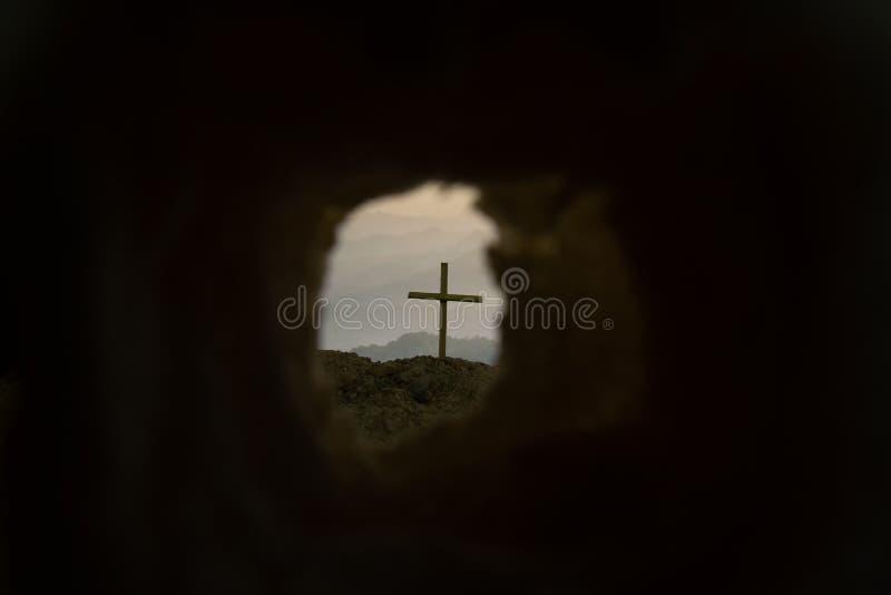 Le symbole croisé pour Jesus Christ est levé photo libre de droits