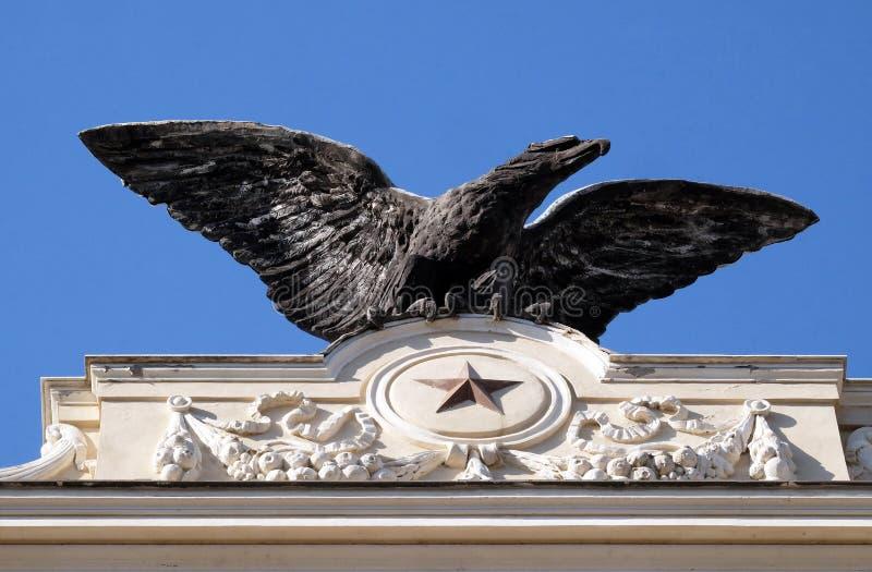 Le symbole des corps italiens militaires Palazzo Unione ex Militare d'aéronautique à Rome photo libre de droits