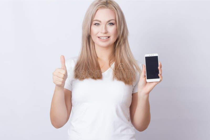 Le téléphone d'apparence de femme et composent des pouces photos libres de droits