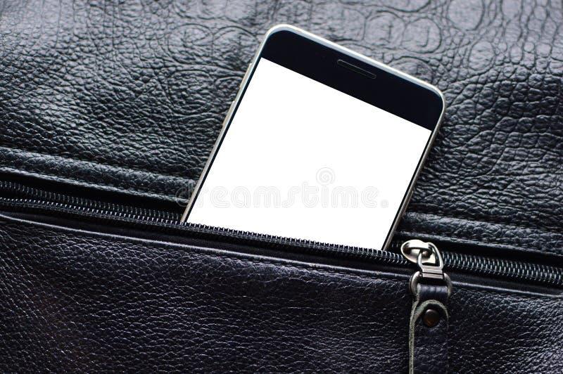 Le téléphone intelligent noir avec un endroit pour l'espace de copie regarde de la poche en cuir défaite la fermeture éclair image libre de droits