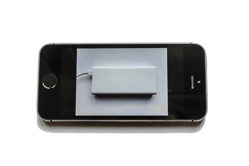 Le t?l?phone veut vraiment ?tre charg? de la banque de puissance, il dort et voit un r?ve image libre de droits