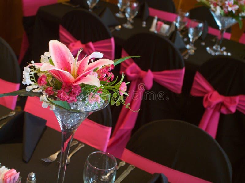 Le Tabelle hanno decorato il dfor una cerimonia nuziale immagine stock