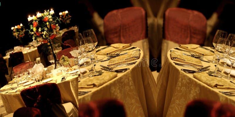 Le Tabelle vedute da sopra, pronto per nozze, schermo hanno spaccato in tre parti, collage fotografia stock