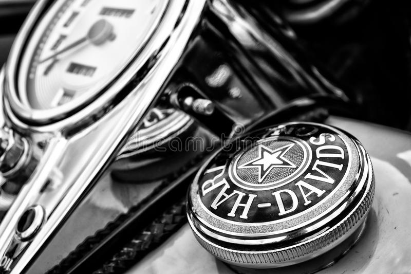 Le tableau de bord et le réservoir de carburant couvrent la moto Harley-Davidson photos stock
