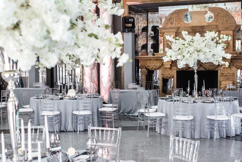 Le Tableau place pour épouser ou un dîner approvisionné différent d'événement image stock