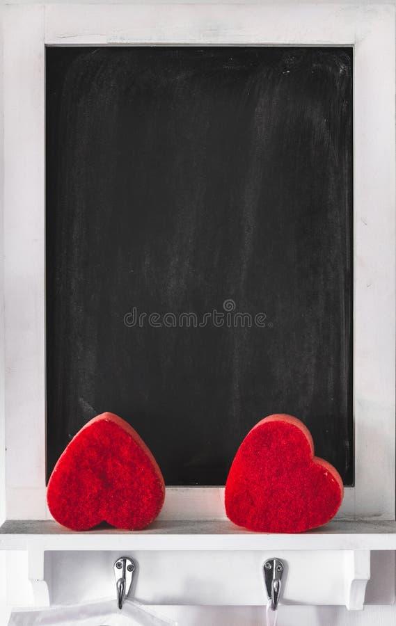 Le tableau vertical de Saint Valentin de fond de tableau noir a encadré vide image libre de droits