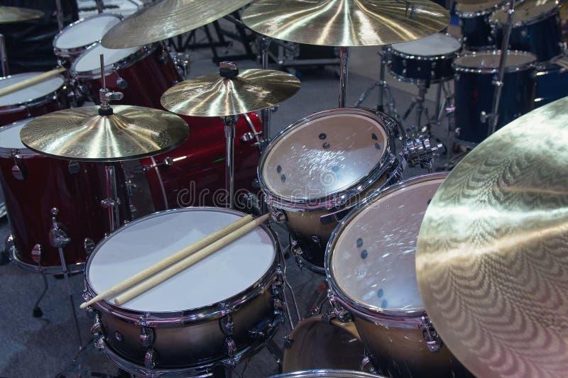 Le tambour a plac? sur l'?tape dans une salle de concert photographie stock libre de droits