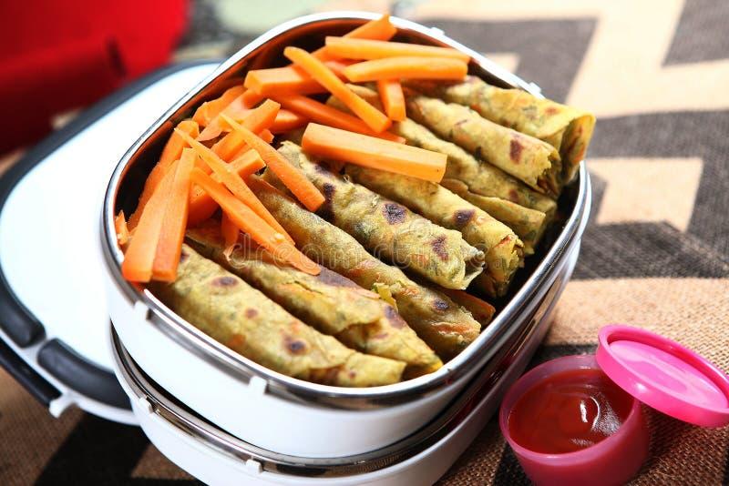 Le tazhai Rotti Rolls, coriandre de kothamilli de Mangal Mullangi/carotte de carotte laisse le pain Rolls, photos libres de droits