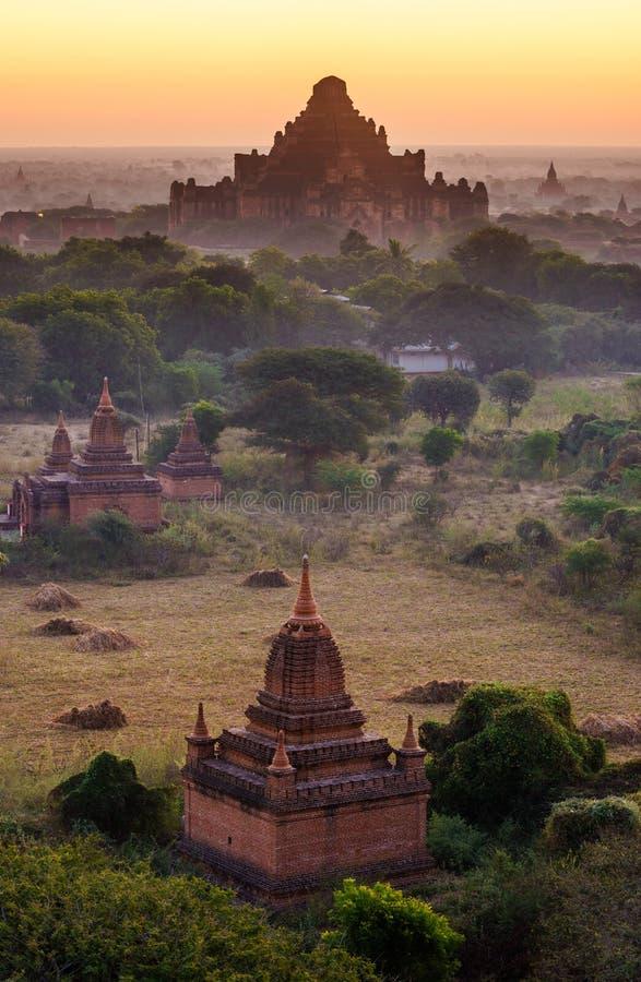 Le tempie di bagan ad alba, Bagan, Myanmar immagini stock