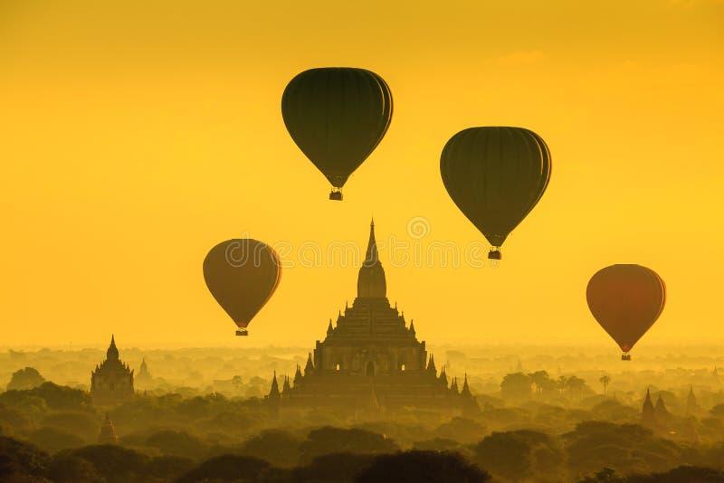 Le tempie di bagan al tramonto, Bagan, Myanmar fotografia stock libera da diritti