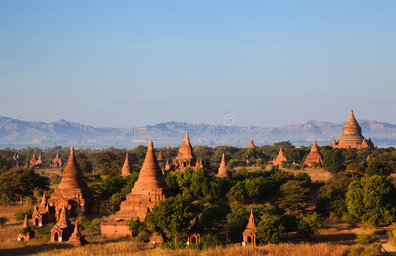Le tempie di bagan al tramonto, Bagan, Myanmar fotografie stock libere da diritti