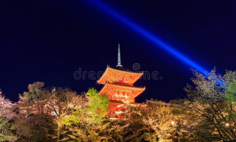 Le temple de dera de Kiyomizu, s'allument au printemps, Kyoto, Japon photos stock