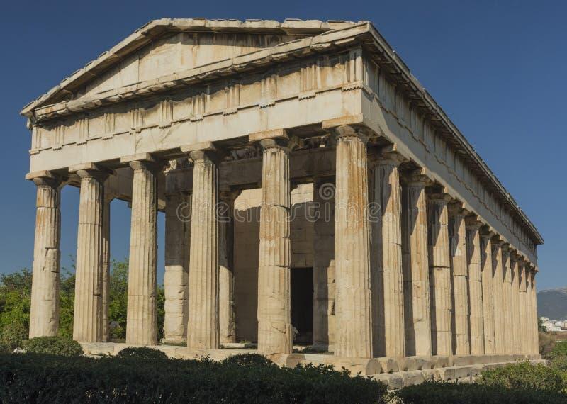 Le temple de Hephaestus à Athènes sur le fond du ciel bleu image stock