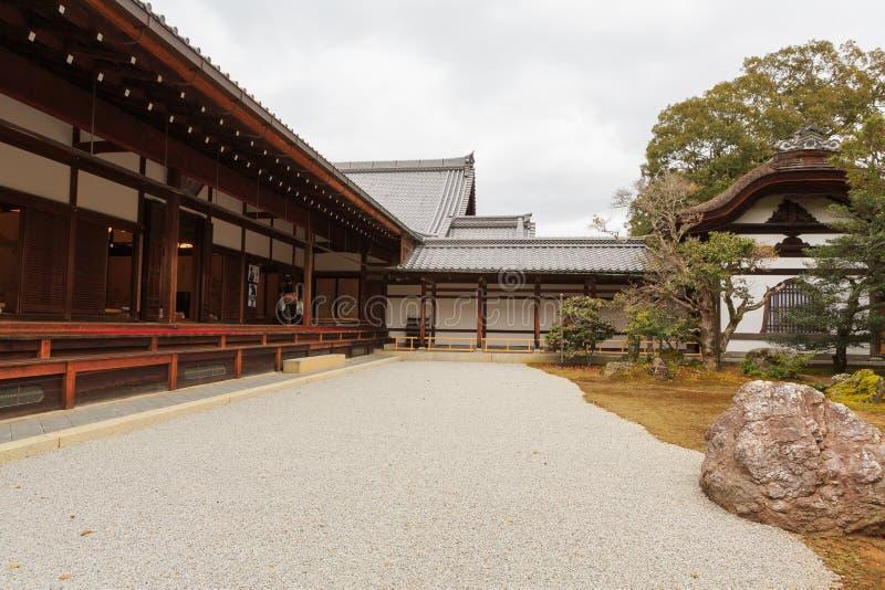 Le temple de Kinkaku-JI de jardin de roche à Kyoto image libre de droits