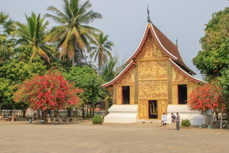 Le temple de Musée National de Luang Prabang et de Kham de baie d'aubépine au Laos sont les attractions principales de la ville image stock