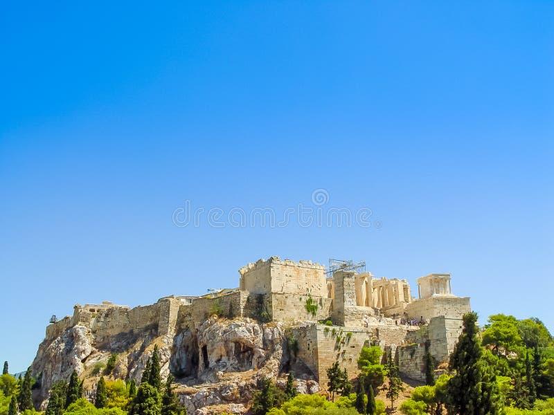 Le temple de parthenon au-dessus de la colline d'Acropole photo libre de droits