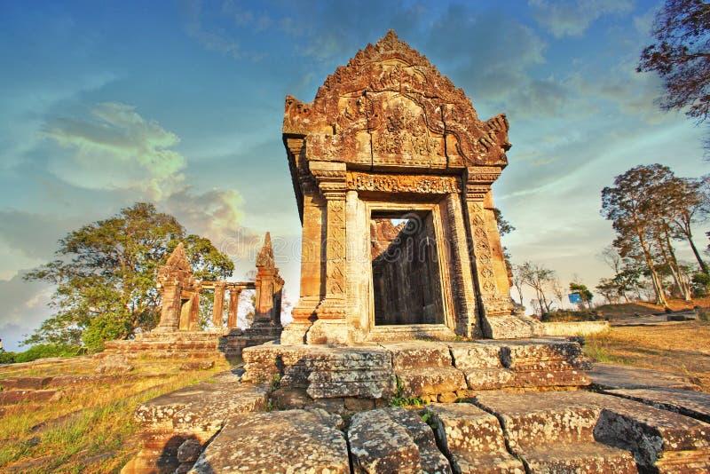 Le temple de Preah Vihear est situé dans un environnement agréable avec une campagne attrayante légèrement à l'est de la mi secti photo libre de droits