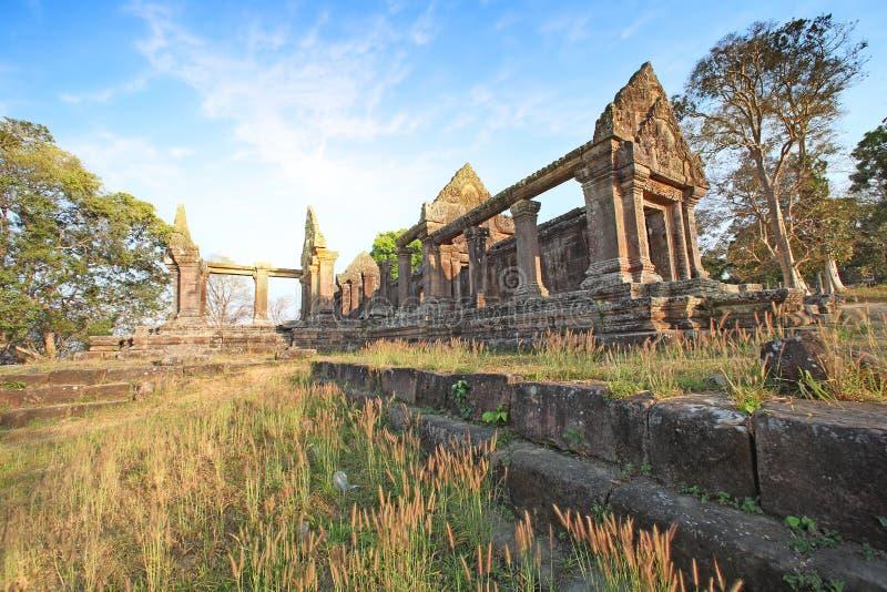 Le temple de Preah Vihear est situé dans un environnement agréable avec une campagne attrayante légèrement à l'est de la mi secti images libres de droits