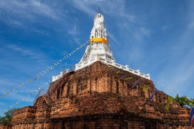 Le temple de ruine dans Nakornphatom, Thaïlande photographie stock