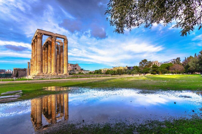 Le temple de Zeus Greek olympien : Tou Olimpiou Dios d'Ordonnateurs nationaux, également connu sous le nom d'Olympieion, Athènes photos libres de droits