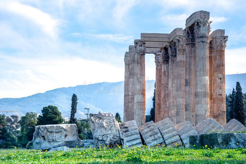 Le temple de Zeus Greek olympien : Tou Olimpiou Dios d'Ordonnateurs nationaux, également connu sous le nom d'Olympieion, Athènes image stock
