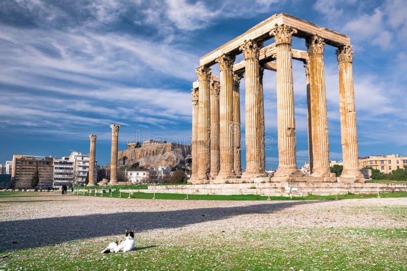 Le temple de Zeus Greek olympien : Tou Olimpiou Dios d'Ordonnateurs nationaux, également connu sous le nom d'Olympieion, Athènes images stock