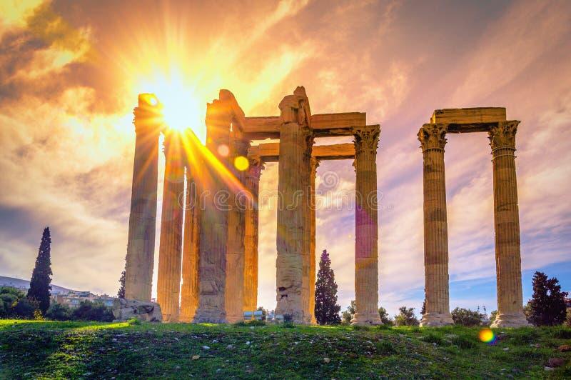 Le temple de Zeus Greek olympien : Tou Olimpiou Dios d'Ordonnateurs nationaux, également connu sous le nom d'Olympieion, Athènes images libres de droits