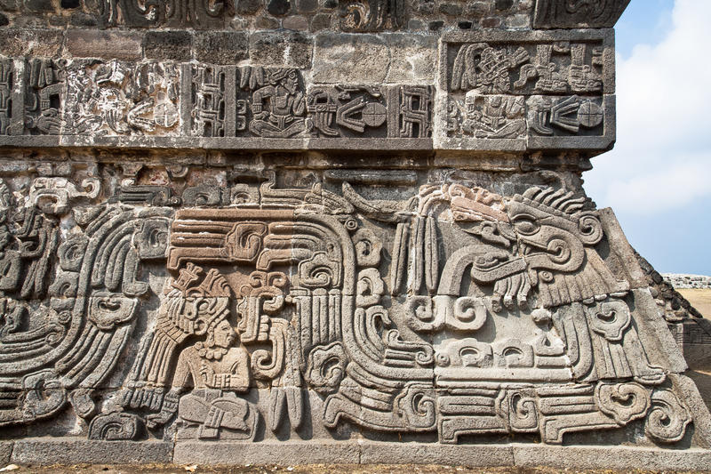 Le temple du serpent fait varier le pas Xochicalco image stock