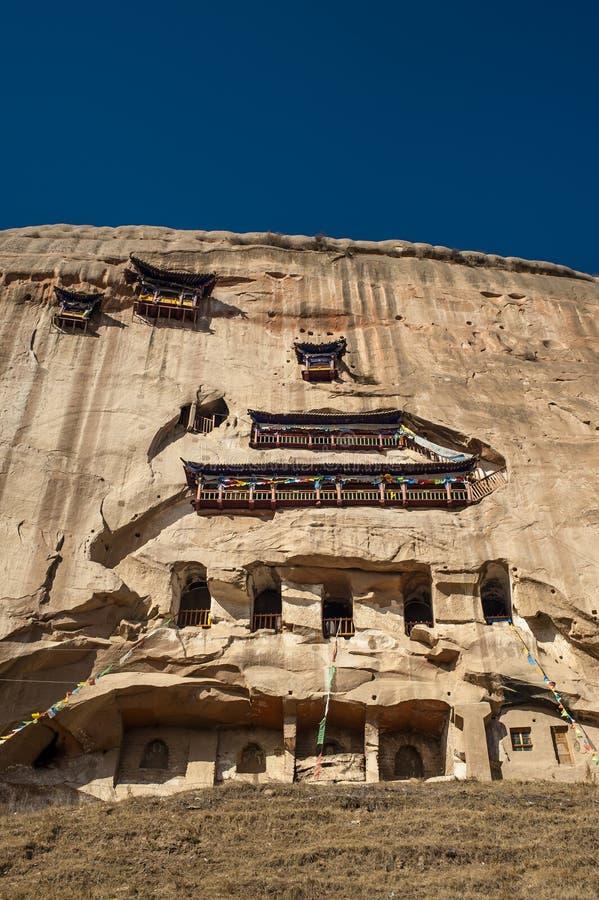 Le temple et les grottes antiques (temple de Mati) photographie stock