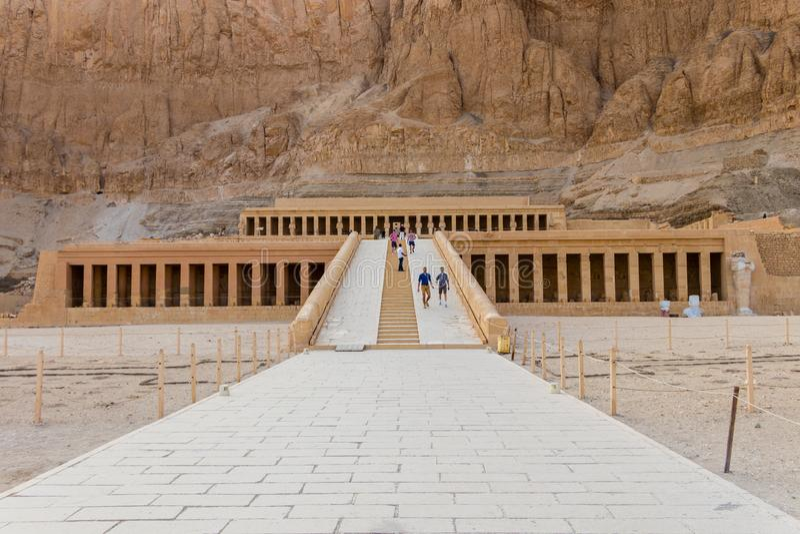 Le temple mortuaire de Hatshepsut, ?galement connu sous le nom de Djeser-Djeseru ? Louxor, l'Egypte image stock