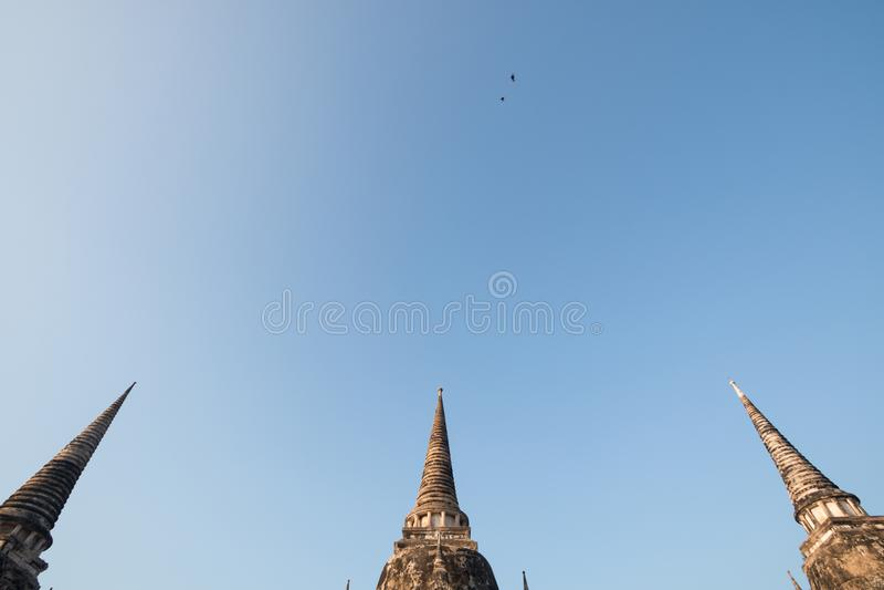 Le temple Wat Phra Si Sanphet ont la pagoda trois Site archéologique oiseau deux ci-dessus Ayutthaya Thaïlande photo stock
