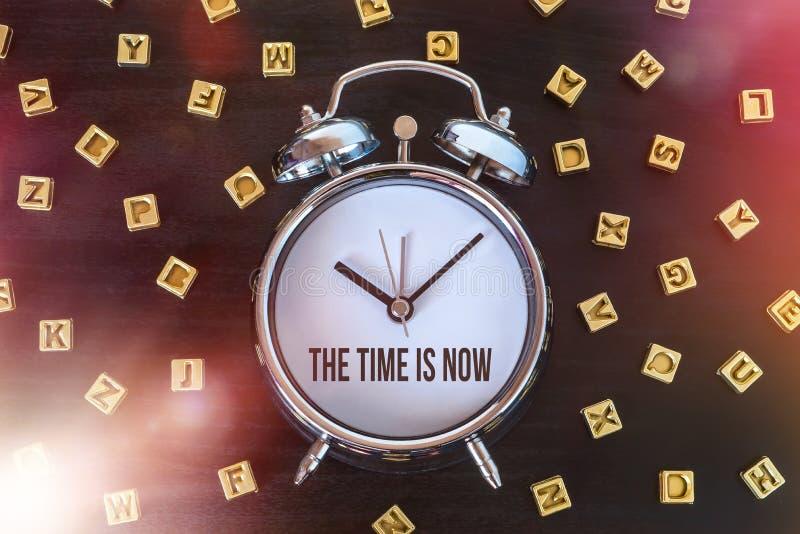 Le temps est maintenant photos stock
