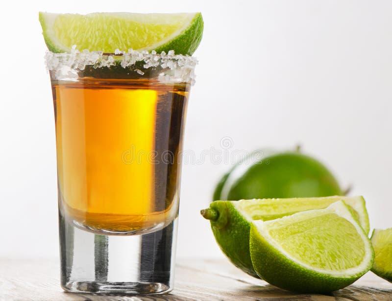 Le Tequila a tiré avec la limette image libre de droits