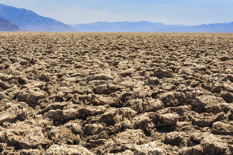 Le terrain de golf du diable, Death Valley, le comté d'Inyo, la Californie photos stock