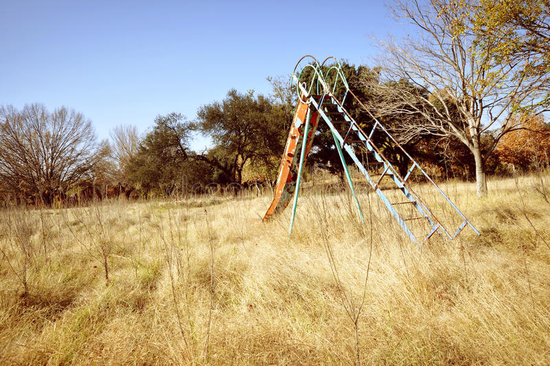 Le terrain de jeu des enfants abandonnés photo libre de droits