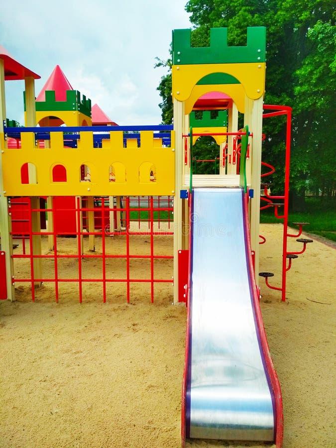 Le terrain de jeu des enfants, Kamenets-Podolsky, Ukraine photos stock