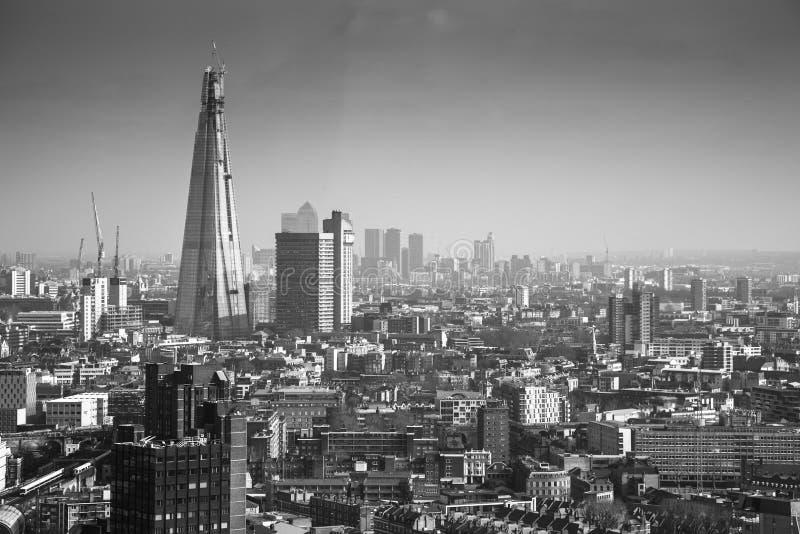 Le tesson de Londres avec l'horizon de Londres image stock