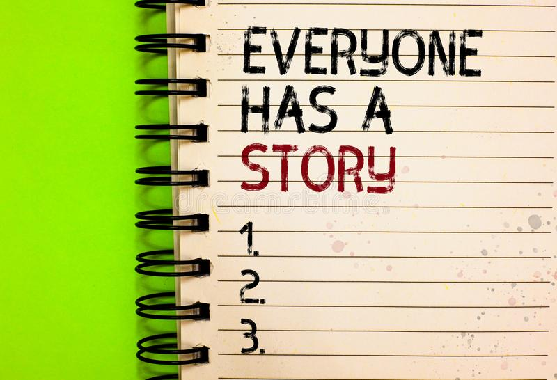 Le texte d'écriture de Word chacun a une histoire Concept d'affaires pour la fabulation de fond indiquant vos contes de souvenirs photo stock