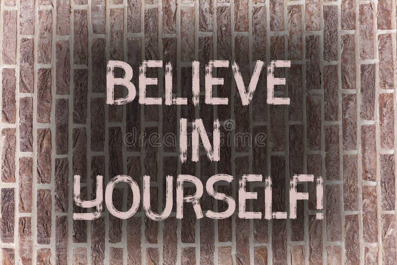 Le texte d'écriture de Word croient en vous-même Concept d'affaires pour la brique de croyance de foi de confiance de courage de  illustration stock