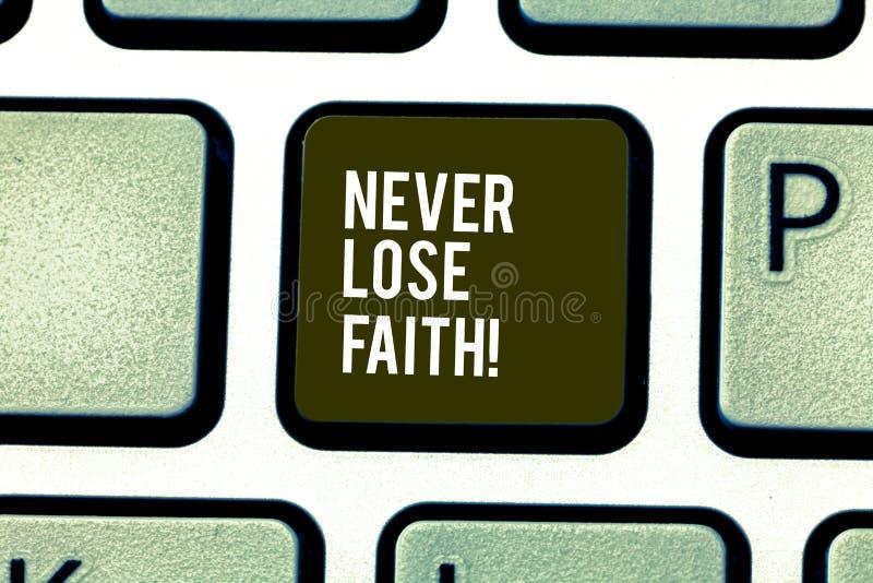 Le texte d'écriture de Word ne perdent jamais la foi Le concept d'affaires pour ne cessent pas de croire en quelqu'un ou quelque  images libres de droits