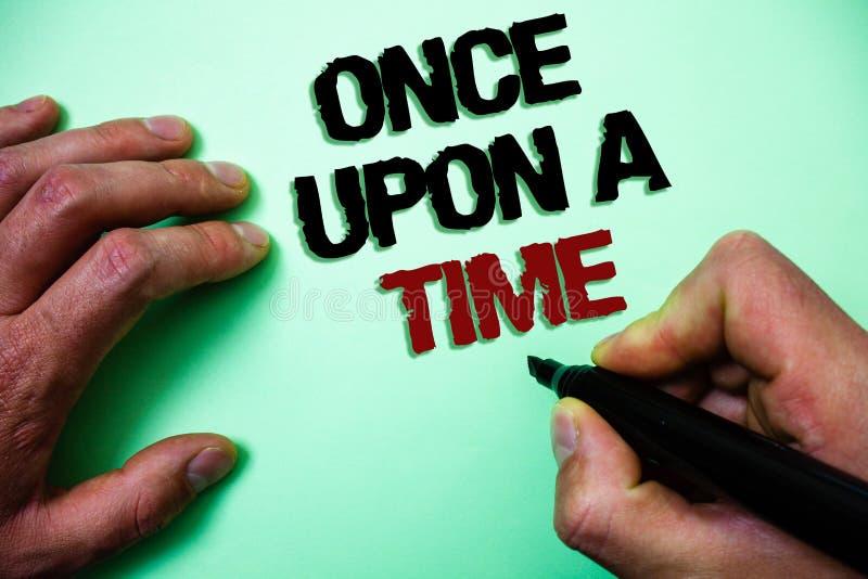 Le texte d'écriture de Word ouvrent une fois un moment Concept d'affaires pour dire à histoire de conte de fées d'histoire l'évén photo stock