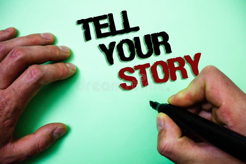 Le texte d'écriture de Word racontent votre histoire Concept d'affaires pour exprimer vos sentiments relatant écrivant votre fond image stock