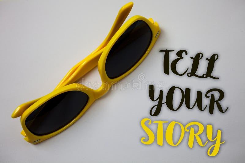 Le texte d'écriture de Word racontent votre histoire Concept d'affaires pour exprimer vos sentiments relatant écrivant votre wond images stock