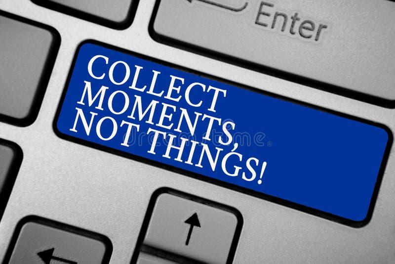 Le texte d'écriture de Word rassemblent des moments, pas choses Le concept d'affaires pour la philosophie de bonheur apprécient l photographie stock