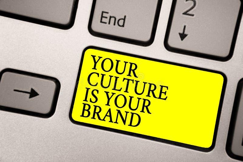 Le texte d'écriture de Word votre culture est votre marque Le concept d'affaires pour des expériences de la connaissance sont un  photographie stock libre de droits