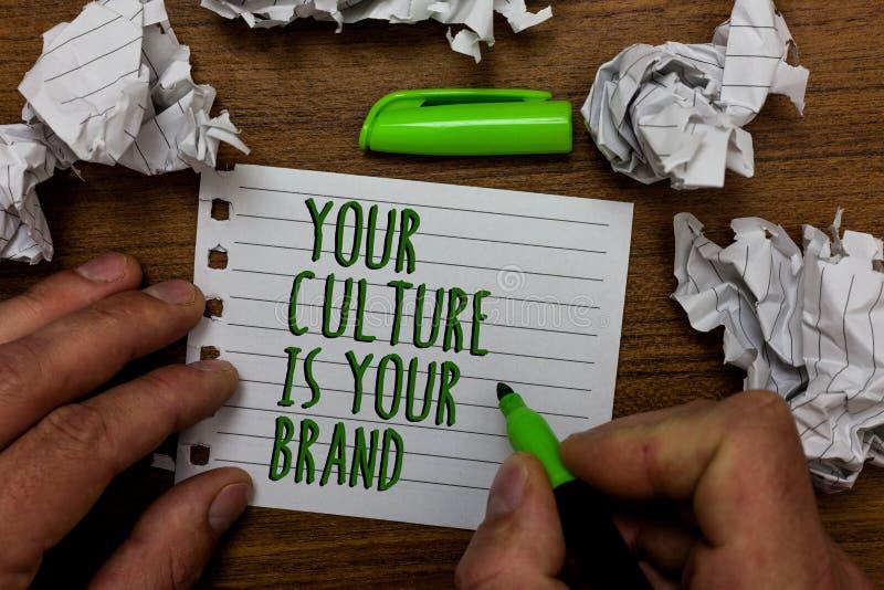 Le texte d'écriture de Word votre culture est votre marque Le concept d'affaires pour des expériences de la connaissance sont un  photo libre de droits