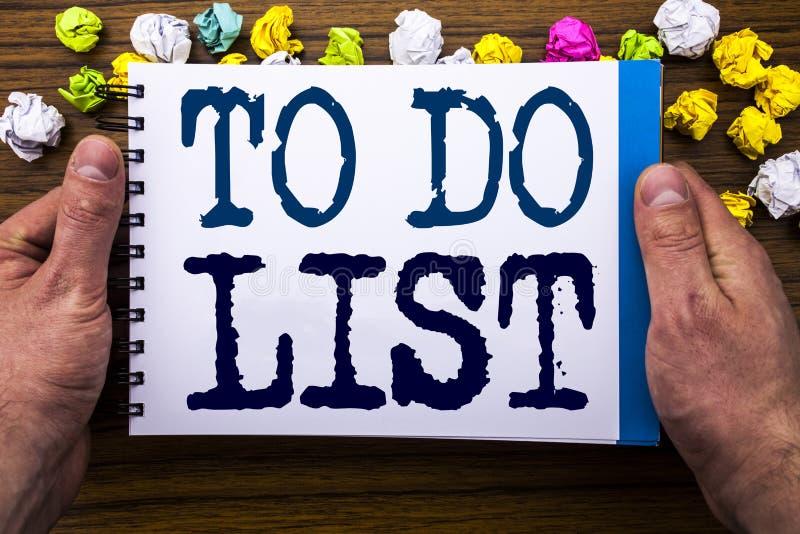 Le texte d'écriture montrant pour faire le concept d'affaires de liste pour le plan énumère Remider écrit sur le livre de carnet  photographie stock