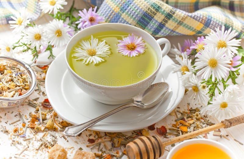 Le thé est une boisson chaude photographie stock libre de droits