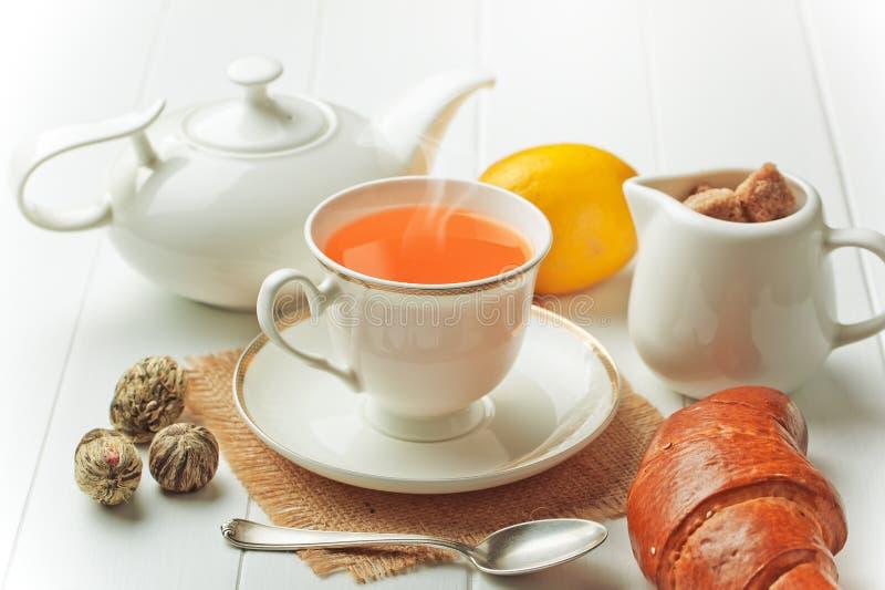 Le thé est une boisson chaude images libres de droits